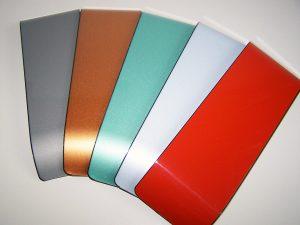 Hochwertige Metalleffekt-Lack-Beschichtungen auf Thermoplast-Träger, hergestellt im kontinuierlichen IMC-Verfahren (Bildquelle: alle KUZ Leipzig)