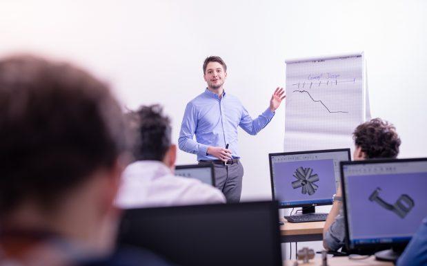 """Platz 7: <a href=""""http://www.plastverarbeiter.de/67326/""""target=""""_blank"""">Eine Ausbildung zum Applikationsingenieur für die Additive Fertigung</a>  bietet eine englische Universität sowie eine deutsche Fachhochschule in Zusammenarbeit mit EOS an. Theoretische und praktische Inhalte sollen vermittelt werden. Ziel ist es, den Mangel an Fachkräften für den industriellen 3D-Druck abzubauen. (Bildquelle: EOS)"""
