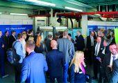 Praxisdemonstration des Plasma-Verfahrens im Technikum in Niederzissen. (Bildquelle: Akro-Plastic)