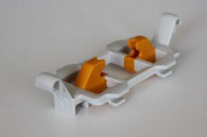 Beispiele von bei Greive gefertigten 2K-Spritzgießteilen. (Bildquelle: Ralf Mayer/Redaktion Plastverarbeiter)