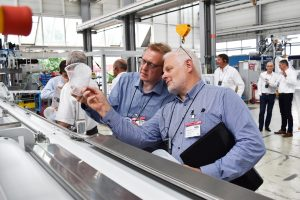 Illig, Hersteller von Thermoform-Anlagen, veranstaltete Ende Juni seine jährliche Hausmesse am Stammsitz Heilbronn. Das Unternehmen stellte die Bereiche Sauberkeit und Produktivität sowie Verpackungsentwicklung ins Zentrum des Tages. (Bildquelle: Illig)