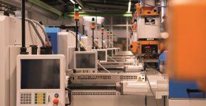 14 neue Spritzgussmaschinen machen die Produktion in Bensheim fit für die Zukunft. (Bildquelle: Sanner)