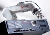 Der Roboter mit CR-800-Controller sorgt mit geringen Taktzeiten für mehr Produktivität. (Bildquelle: Mitsubishi)