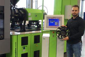 Lukas Neunzig ist der neue MuCell Technology Expert im ENGEL Deutschland Technologieforum Stuttgart. (Bildquelle: Engel)
