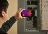 Flir Systems, Wilsonville, USA, hat zwei neue Wärmebildkameras entwickelt, mit denen sich die Vorzüge der Wärmebildgebung mit einem Smartphone oder Tablet nutzen lassen. (Bildquelle: Flir)