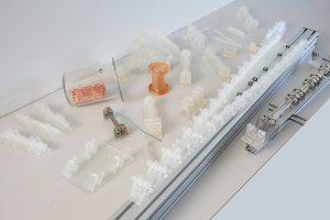 Sortiment von 3D-gedruckten, teilweise galvanisierten, Bauteilen für wissenschaftliche Experimente