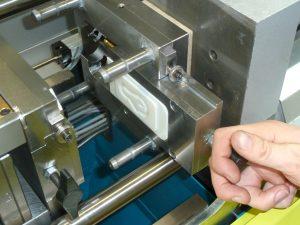 Auf der Fakuma 2015 stellte der Spritzgießmaschinen-Hersteller Dr. Boy additive hergestellte Werkzeugeinsätze für Kleinserien vor. (Bildquelle: Dr. Boy)