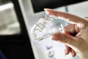 Kabelklemme mit Klick-Effekt (Bildquelle: Arburg)