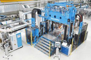 Der neue MX Formenträger im Technikum des Maschinenbauers eignet sich für alle gängigen RTM-Verfahren. (Bildquelle: Kraus Maffei)