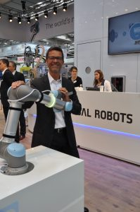 """""""Integration und Risikobeurteilung können Low-Cost-Roboter verteuern."""" Helmut Schmid, Universal Robots. (Bildquelle: Redaktion IEE)"""