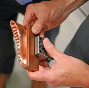 Bei Elektroden für das Senkerodieren kommen sowohl Kupfer als auch Grafit zum Einsatz (Bildquelle: Klaus Vollrath)