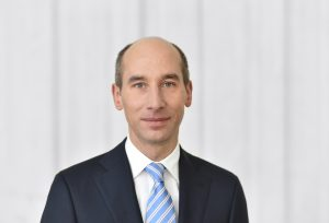Der CEO von Covestro, Thomas Patrick, kann ab April 2018 sich wieder voll auf seinen eigentlichen Job konzentrieren. Mit Dr. Thomas Toepfer hat das Unternehmen einen hauptamtlichen Finanzvorstand gefunden.