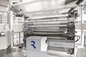 Mit Hilfe des neuen Abzugsystems können Folien nun wesentlich planer hergestellt werden, was die Eignung für das Bedrucken und Laminieren erheblich verbessert.