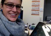 Monika Steinmüller, Polifilm Osterburken, hat beim Fakuma-Gewinnspiel des Plastverarbeiter gewonnen. Der Preis war ein nagelneues iPad. Die Redaktion wünscht viel Spaß damit. (Bildquelle: Monika Steinmüller)