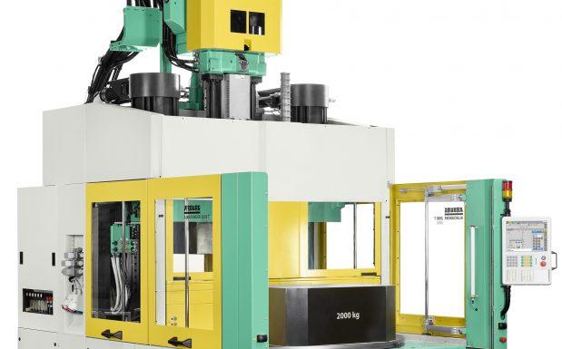Platz 4: Arburg, Loßburg, hat sein Programm an Drehtischmaschinen um den Allrounder 2000 T erweitert und damit ein neues Konzept umgesetzt. Bei der vertikalen Maschine wurde das Konstruktionsprinzip verändert und die Schließzylinder über der beweglichen Aufspannplatte angeordnet. (Bildquelle: Arburg)