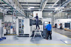 EOS, Hersteller von Lasersinter-Geräten für den industriellen 3D-Druck, eröffnet ein neues Werk in Maisach. Damit steigt seine Produktionskapazitäten auf 1.000 Geräte pro Jahr. (Bildquelle: EOS)