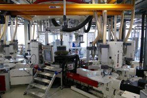 Die Materialien werden aus den jeweiligen Quellen zur Coextrusionsanlage transportiert. (Bildquelle: Protec Polymer Processing)