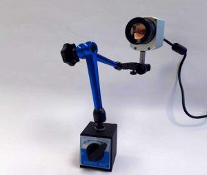 Das neue Temperaturmessverfahren basiert auf dem Einsatz einer kompakten Infrarot-Kamera und der Anwendung eines speziellen Messverfahrens. Die Kamera ist so klein, dass sie sich zwischen den geöffneten Werkzeughälften positionieren lässt.