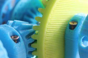 Protolabs: Die additive Fertigung – auch in Kombination mit dem Spritzgießen – kann die Entwicklungszeit massiv senken und bei Kleinserien die Bauteilkosten reduzieren. (Bildquelle: shotput/pixabay.com)