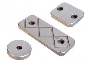 Die Abstimmplatten gewährleisten eine definierte Druckverteilung sowie exakte Werkzeugtrennung und verhindern so ein Durchbiegen der Formplatten. (Bildquelle: Hasco)