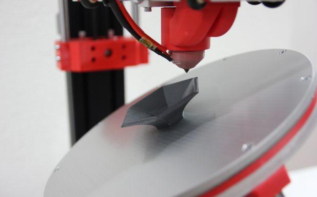 Ohne Stützstrukturen möglich: 3D-Druck eines komplexen Bauteils mit Überhängen (Bildquelle: Zürcher Hochschule für angewandte Wissenschaften (ZHAW))