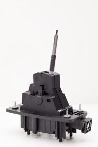 Schalthebel für das Doppelkupplungsgetriebe des Porsche Macan (Bildquelle: alle Weiss Kunststoffverarbeitung)