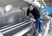 Derzeit noch im Bau, bald auf der NPE: Der 8000 Liter fassende Kühlbehälter der neuen Heiz-/Kühlmischer-Kombination (Bildquelle: MTI Mischtechnik)