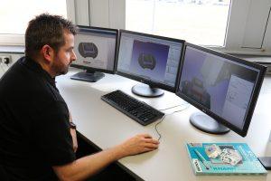 Die CAM-Programmierer bei Knarr nutzen das CAM-System Hypermill in voller Breite. Dazu gehören Funktionen für die Arbeitsvorbereitung, über die Generierung der Werkzeugbahnen bis zur Maschinensimulation. (Bildquelle: Knarr)