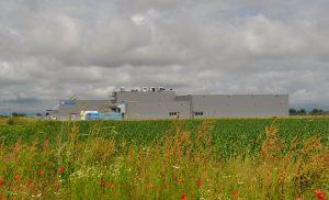Da die Produktionsgebäude am Hauptsitz in Bahlingen zu klein geworden waren, baute Braunform in der Nachbarstadt Endingen einen neuen Standort mit zwei Reinräumen für die Kunststoff- und Pharmaproduktion. (Bildquelle: Braunform)