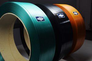 Die mit der neuen Extrusionsanlage hergestellten PET-Bänder aus Post-Consumer-Bottle-Flakes haben eine deutlich höhere Produktqualität in Bezug auf Reißfestigkeit, Dehnbarkeit und das Spleißverhalten.