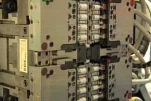 Die Kunststoffkomponenten werden in Mehrkavitäten-Werkzeugen im Ein- oder Zweikomponenten-Spritzguss gespritzt. (Bildquelle: Ypsomed)