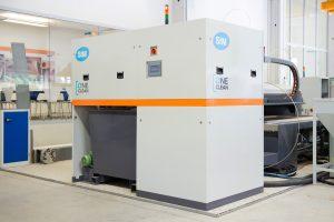 Das modulare System zur Wiederaufbereitung kann bis zu 55 Prozent des Abrasivs recyclen. Bildquelle: STM