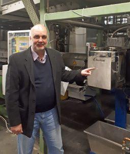 Cyklop-Werksleiter Bernd Causemann hält das Siebwechsel-System besonders gut geeignet, um Schwallverschmutzungen im PET-Strom zu beseitigen. (Bildquelle: Nordson BKG)