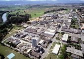 Der größte Chemiestandort der BASF in Südamerika liegt im brasilianischen Guaratinguetá im Industriezentrum zwischen São Paulo, Minas Gerais und Rio de Janeiro. Hier betreibt die BASF zwölf Produktionsanlagen, in denen über 750 verschiedene Produkte mit einer Gesamtkapazität von 260.000 Tonnen pro Jahr hergestellt werden.      Abdruck honorarfrei. Copyright by BASF.  The major production site of BASF in South America is located in Guaratinguetá, Brazil, in the industrial center between Sao Paulo, Minas Gerais and Rio de Janeiro. In 12 manufacturing plants BASF produces over 750 different products with a total capacity of 260,000 metric tons per year.    Print free of charge. Copyright by BASF.