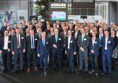 Zur 4. Mitgliederversammlung der Arbeitsgemeinschaft Additive Manufacturing (AM) im VDMA kamen rund 60 Teilnehmer. Das Treffen fand bei dem Maschinenbauer Arburg in Loßburg statt. (Bildquelle: Arburg)