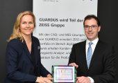 Simone Cronjäger, Vorstand von Guardus Solutions, und Dr. Jochen Peter, Mitglied des Vorstands der Zeiss-Gruppe und Vorsitzender der Geschäftsführung der Carl Zeiss Industrielle Messtechnik, geben die Firmenübernahme bekannt. (Bildquelle: Zeiss-Gruppe)