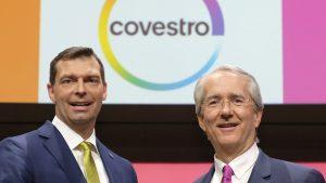 Dr. Markus Steilemann (l.) wird zum 1. Juni dieses Jahres neuer Chef von Covestro. Der bisherige Amtsinhaber Patrick Thomas (r.) geht vier Monate vor Ablauf der Vertragslaufzeit.  (Bildquelle: Covestro)