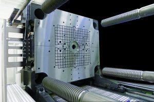 Magnetspannplatte auf einer Spritzgießmaschine (Bildquelle: Römheld)