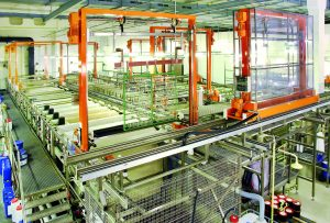 Auf den Beschichtungsanlagen werden rund 90 Mio. Kunststoffteile pro Jahr veredelt. (Bildquelle: Saxonia Galvanik)