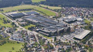 Während der Neubau des Schulungscenters bei Arburg in Loßburg wie geplant voran geht, verkündete das Unternehmen den Beginn des nächsten großen Bauprojekts: den Neubau einer rund 18.000 Quadratmeter großen Montagehalle. (Bildquelle: Arburg)