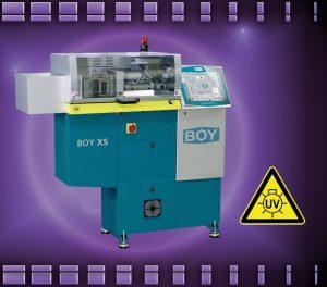 Spritzgießautomat mit 8mm Silikoneinheit für die UV-Vernetzung von LSR  (Bildquelle: Dr. Boy)