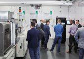 Auf seinen Technologie-Tagen präsentierte das Unternehmen Spritzgießmaschinen und Verfahren für die Medizintechnik. (Bildquelle: Arburg)