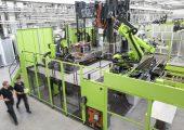 Im Technologiezentrum für Leichtbau-Composites  werden  Verarbeitungsverfahren für die wirtschaftliche Serienfertigung von Faserverbundbauteilen entwickelt. (Bildquelle: Engel)