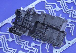 Metall/Kunststoff-Hybridbauteile, wie sie bei Witte Automotive in Nejdek hergestellt werden, sind Kernkomponenten der Türschloss-Module vieler Automobile. (Bildquelle: alle Reinhard Bauer/Technokomm)