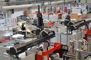 In seiner Produktionsstätte in Litovel betreibt EKT zahlreiche Spritzgießmaschinen mit Montageeinheiten direkt an der Maschine. (Bildquelle: Ralf Mayer / Redaktion Plastverarbeiter)