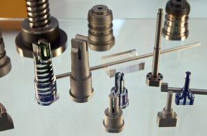 Bauteile und Modelle mit konturnahen Kühlkanälen. (Bildquelle: Messe Stuttgart)