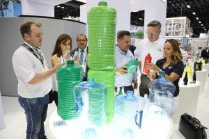 Der neue Technologiezone 'Bottle Zone' zeigte auf 7.400 Quadratmeter Ausstellungsfläche alles rund um Kunststoff-Flaschen – neben Flaschen also auch Werkstoffe, Recycling und Maschinentechnik zur Flaschenherstellung bis hin zum Abfüllen. (Bildquelle: NPE)