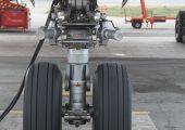 Bugfahrwerk eines Flugzeugs: Herkömmliche Flugzeugräder bestehen meist aus Aluminiumschmiedekomponenten, die bis zu 100 kg wiegen können. (Bildquelle: Fraunhofer LBF)