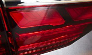 Für die Automobilbranche bietet die OLED-Beleuchtungstechnik viele Anwendungsmöglichkeiten. Hier ein OLED-Rücklicht für Audi,  vorgestellt auf der Lopec 2018. (Bildquelle: Messe München)