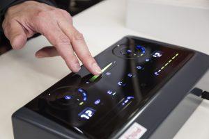 Bedienelemente mit gedrukckter Elektronik machen Knöpfe überflüssig. Eine wachsender Markt nicht nur im Automobilbau, sondern für alle moderne Bedinepanels. (Bildquelle: Messe München)